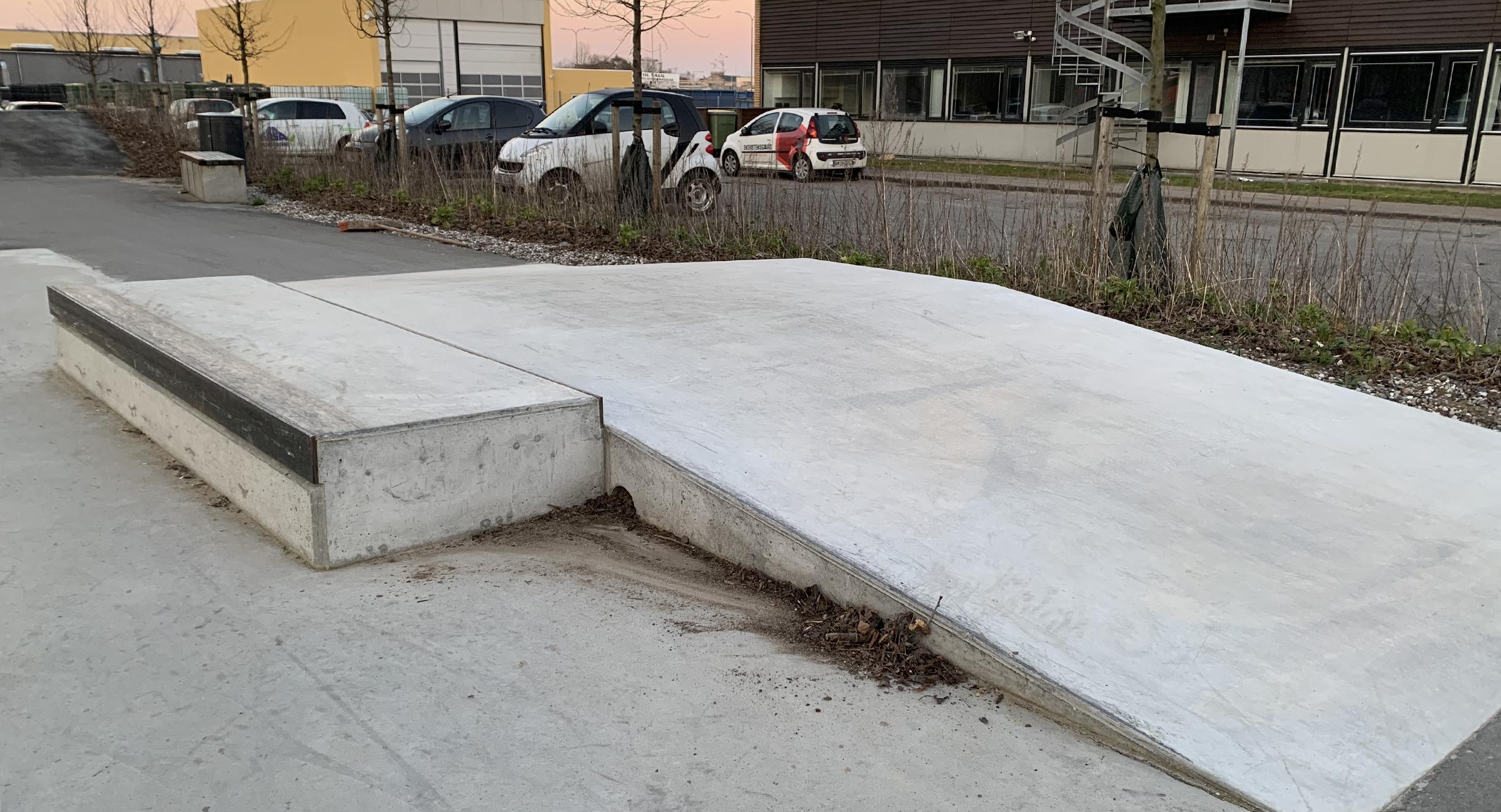 Billedet viser et curbcut i beton